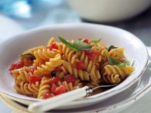 Spiralnudeln mit kalter Tomatensoße Rezept