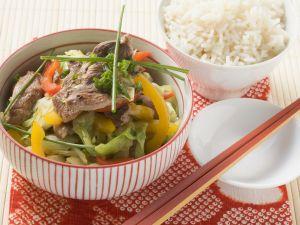 Spitzkohl mit Ente aus dem Wok Rezept