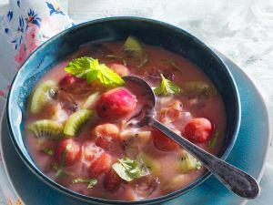 Stachelbeer-Kaltschale mit Kiwi Rezept
