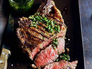 Steak aus der Hochrippe mit Kräutersoße Rezept