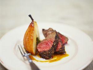 Steak mit Pfefferkruste und Karamellbirne Rezept