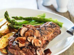 Steak mit Spargel und Pilzsauce Rezept