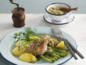 Steak vom Kalb mit grünem Spargel, Kartoffeln und Kräuterbutter Rezept