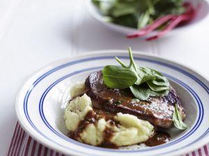 Steak vom Rind mit dunkler Soße (Steak Diane) Rezept