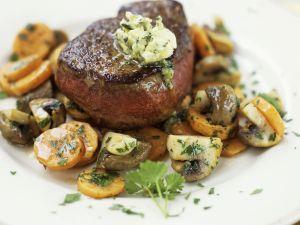 Steak vom Rind mit Möhren und Pilzen Rezept