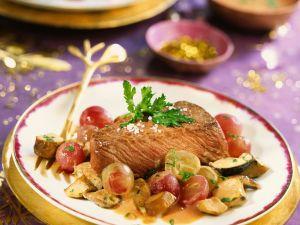 Steak vom Strauß mit Weintrauben und Pilzen Rezept