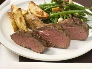 Steaks mit Speckbohnen und Kartoffeln Rezept