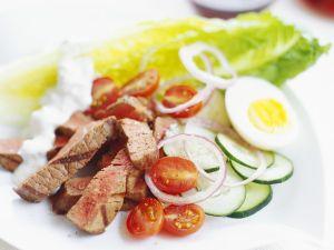 Steakstreifen mit Gemüse und Ei Rezept
