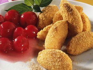 Süße Grießnocken mit Kirschkompott Rezept
