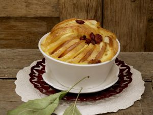 Süßer Apfel-Brotauflauf (Scheiterhaufen) Rezept