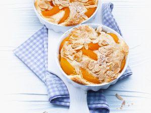 Süßer Brotauflauf mit Aprikosen und Mandeln Rezept