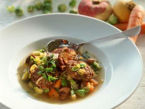 Suppe mit Gemüse und Rehfrikadellen Rezept