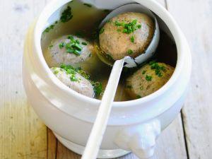 Suppe mit Leberknödeln Rezept