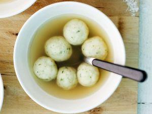 Suppe mit Markklößchen Rezept