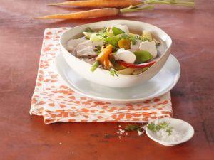 Suppe mit Nudeln und Mozzarella Rezept