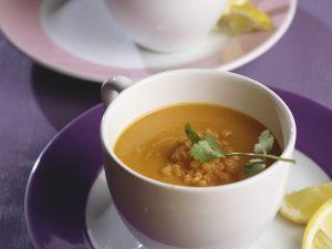 Suppe mit roten Linsen und Koriander Rezept