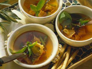 Suppe mit Tortellini Rezept