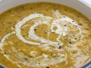 Suppe vom Butternut-Kürbis mit Mandeln Rezept