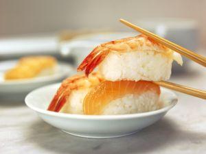 Sushi mit Garnele oder Lachs Rezept