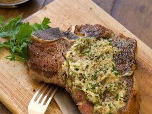 T-Bone-Steak mit Kräuterbutter Rezept