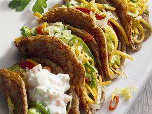 Tacos gefüllt mit Gemüse und Joghurtsoße Rezept