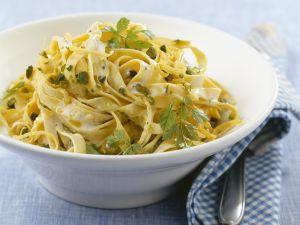 Tagliatelle mit Pistazien und Zitronen-Sahne-Sauce Rezept