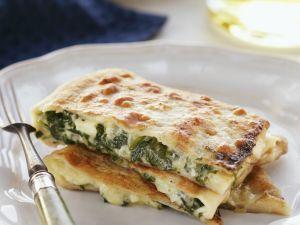 Teigtaschen mit Spinat-Feta-Füllung Rezept