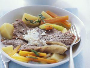 Tellerfleisch mit Gemüse, Kartoffeln und Meerrettichsoße Rezept