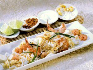 Thai-Nudeln mit Scampi, Tofu und Ei Rezept