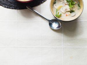 Thailändische Kokos-Hühnersuppe Rezept
