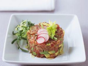 Thunfisch-Avocado-Tatar mit Radieschen Rezept
