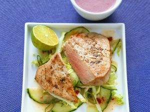 Thunfisch mit fruchtigem Gurkensalat Rezept