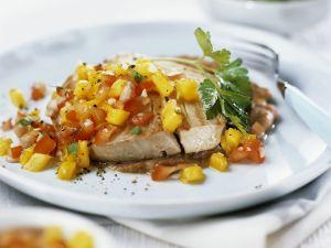 Thunfischsteak vom Grill mit Salsa aus Mango und Tomaten Rezept