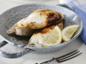 Tintenfische mit Schafskäse Füllung vom Grill Rezept