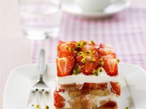 Tiramisu mit Rhabarber und Erdbeeren Rezept