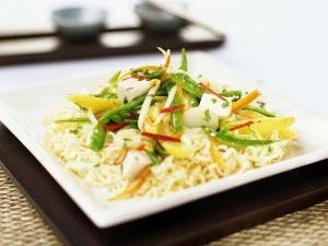 Tofu-Gemüse auf Nudeln Rezept