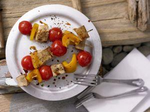 Tofu-Paprika-Spieße mit Sesamöl