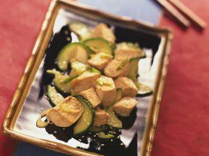 Tofuwürfel mit Gurke und Sesam Rezept