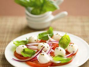 Tomate-Mozzarella mit roter Zwiebel Rezept