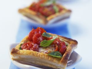 Tomaten-Ecken mit Basilikum Rezept