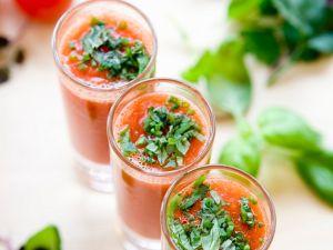 Tomaten-Gazpacho mit frischen Kräutern Rezept