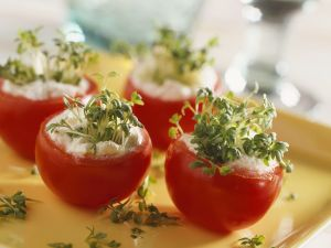 Tomaten mit Frischkäse und Gartenkresse gefüllt Rezept