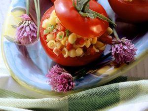 Tomaten mit Nudel-Schinken-Salat Rezept