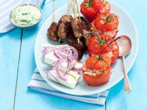 Tomaten mit Reisfüllung, Köfte und Feta Rezept