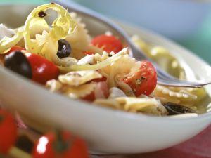 Tomaten-Nudel-Salat mit Löwenzahn Rezept