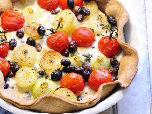 Tomaten-Zwiebel-Quiche mit Oliven Rezept