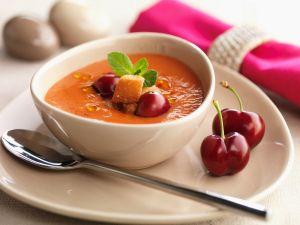 Tomatenkaltschale mit Kirschen Rezept