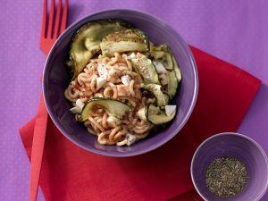 Tomatennudeln mit Zucchini Rezept