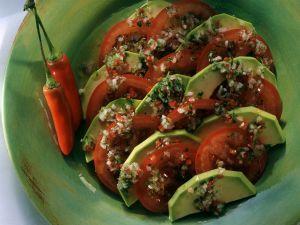Tomatensalat mit Avocado Rezept