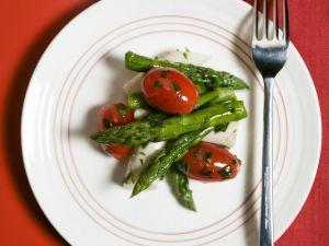 Tomatensalat mit grünem Spargel und Palmherzen Rezept